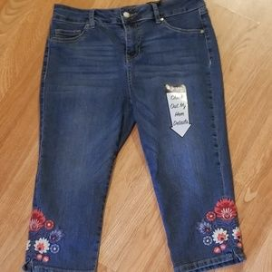 Womens d. jeans Capris with embroidered detail